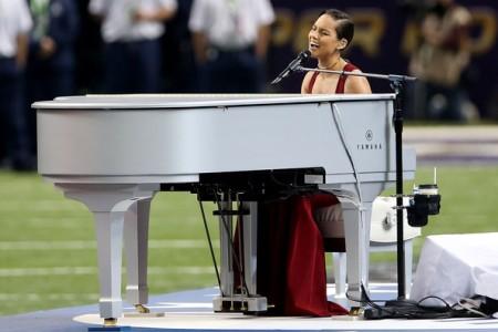 Alicia KeysSings National Anthem At Super Bowl XLVII